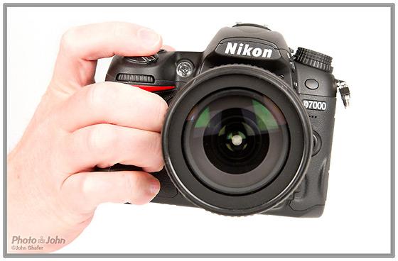 Nikon D7000 - In hand