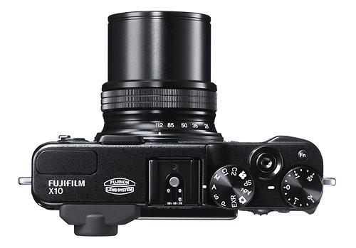 Fujifilm X10 - 4x 28-112mm f/2.0-28 Fujinon zoom lens