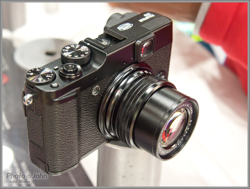 Fujifilm X10 camera with manual zoom ring
