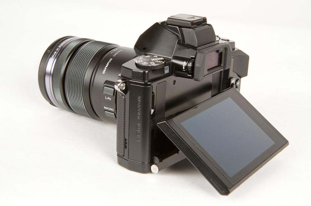 Olympus OM-D E-M5 - 3-inch Tilting OLED Display