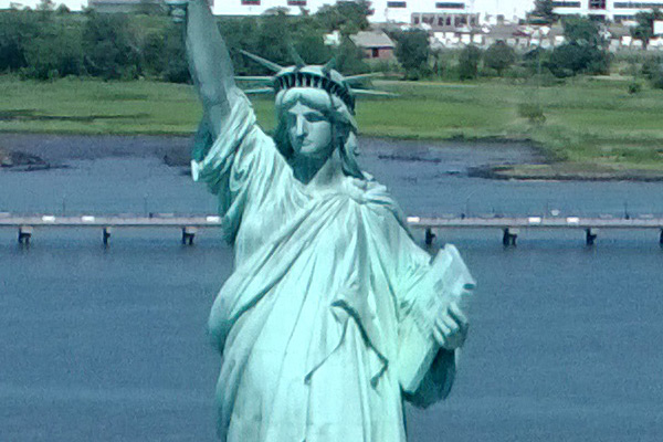 Nokia Lumia 1020 Statue of Liberty Sample Photo - 100% Crop