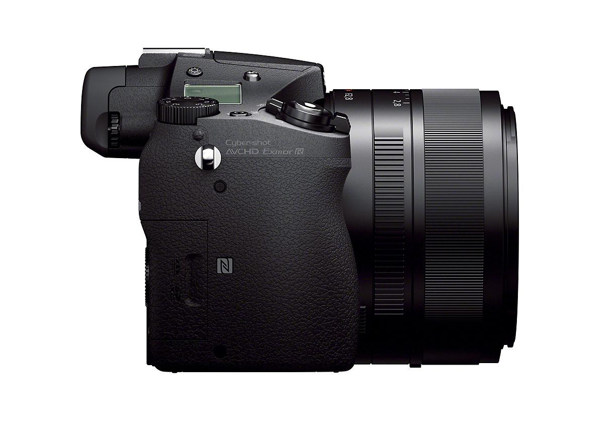 Sony Cybershot RX10 - Side View