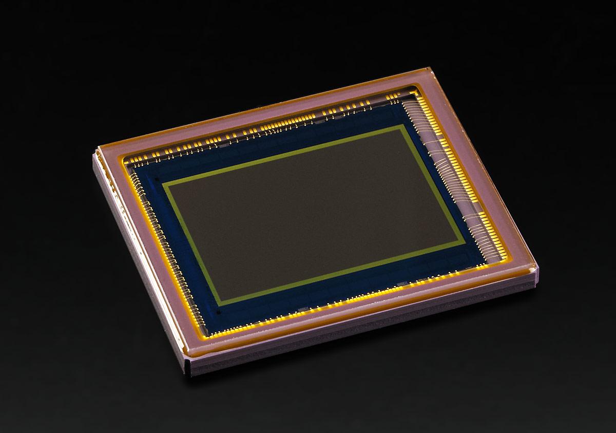 Pentax K-3 DSLR - 24-Megapixel APS-C CMOS Sensor