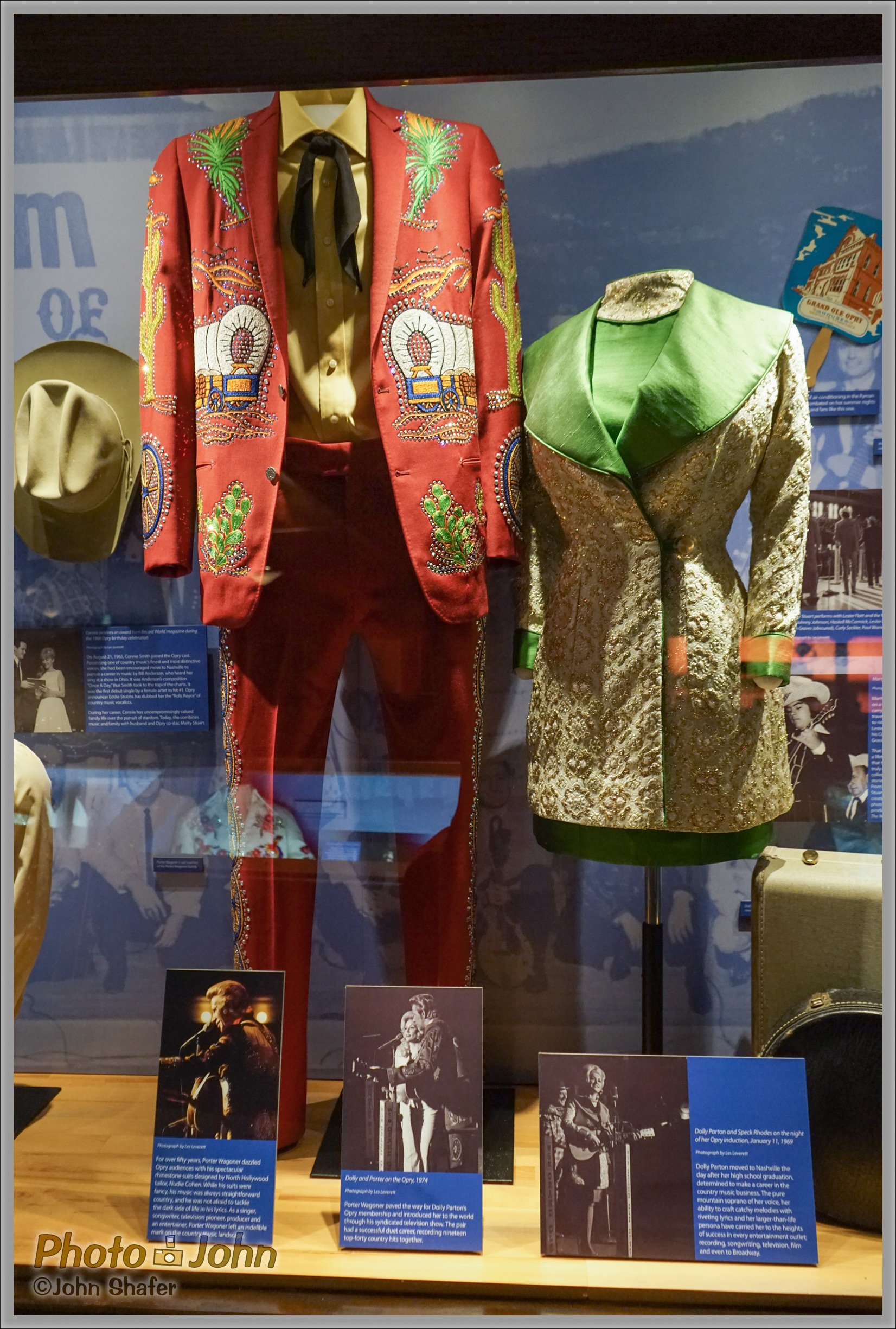 Sony Alpha A7R - Porter Wagoner & Dolly Parton's Clothes - Ryman Auditorium