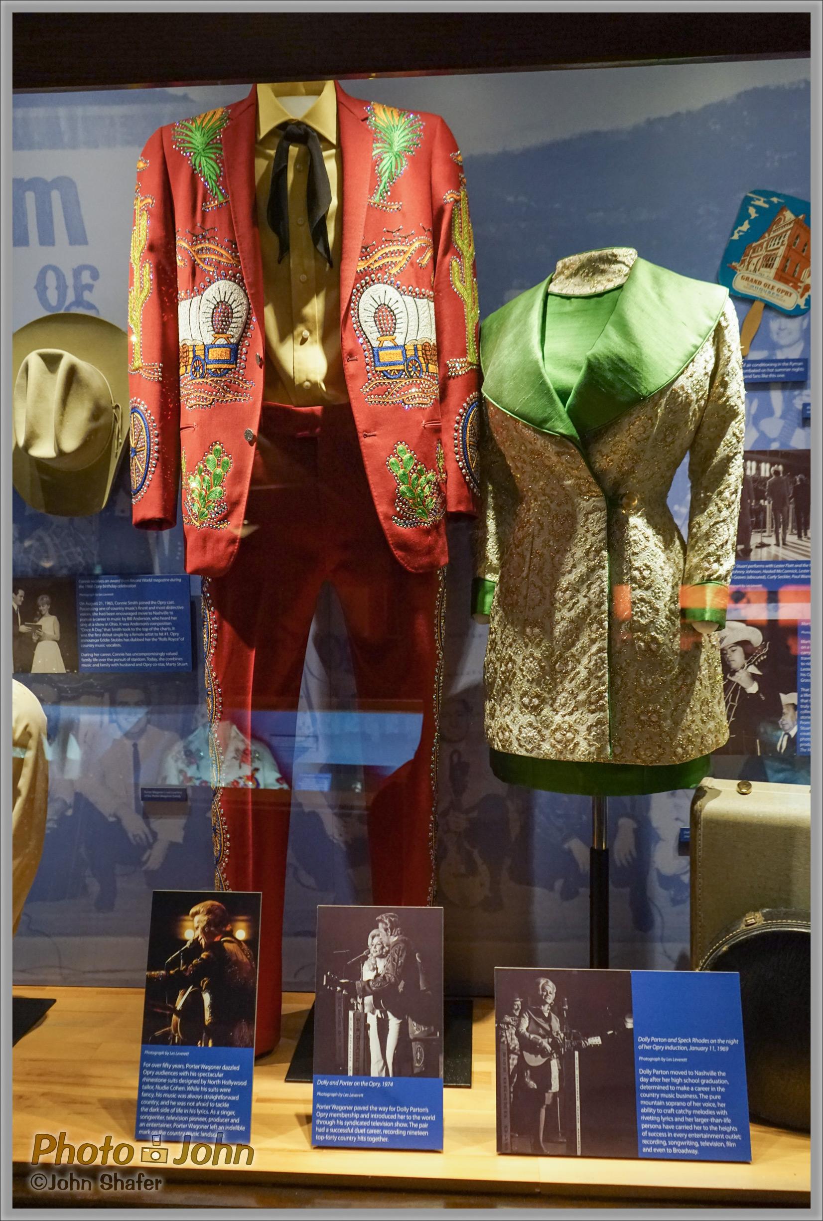 Sony Alpha A7R - Porter Wagoner & Dolly Parton's Clothes - Ryman Auditorium