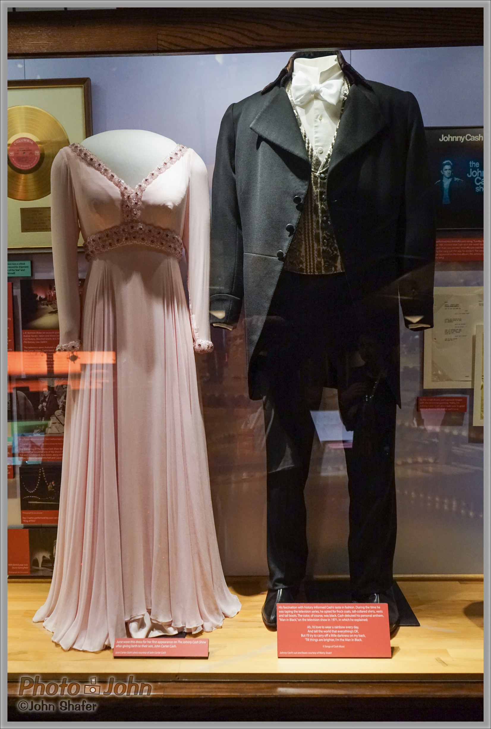 Sony Alpha A7R - June Carter & Johnny Cash's Clothes - Ryman Auditorium