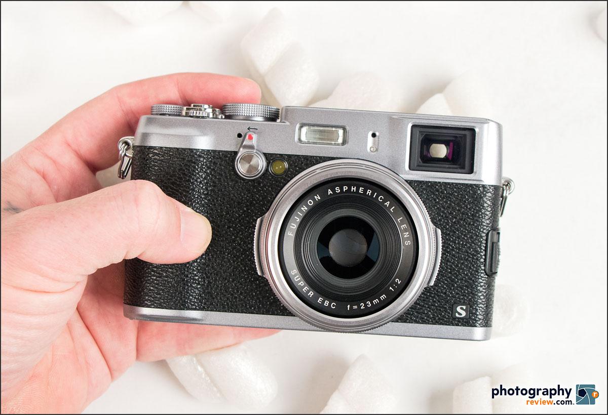 Fujifilm X100S - In Hand