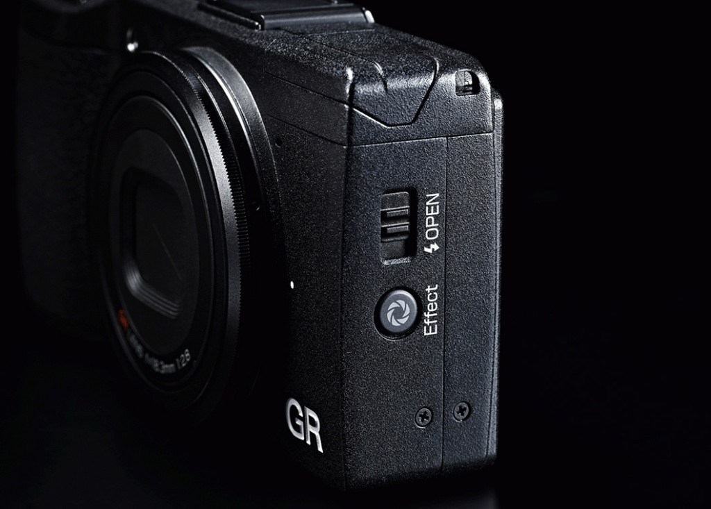 Ricoh GR - Depth-Of-Field Preview Button